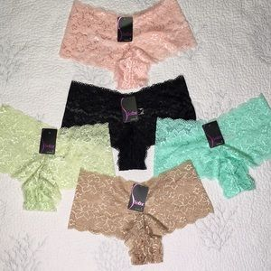 NWT 5 Lace Sofra panties size large